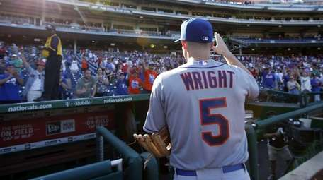 New York Mets' David Wright waves to fans