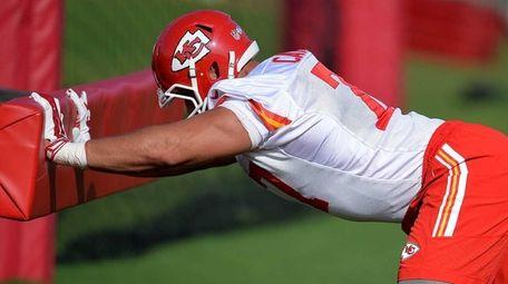 Kansas City Chiefs defensive end Mike Catapano hits