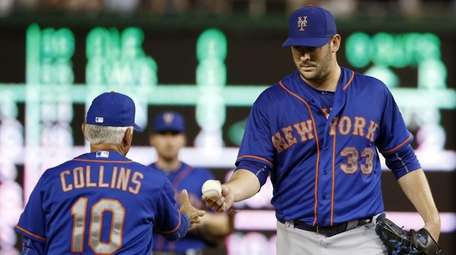 New York Mets manager Terry Collins removes starting