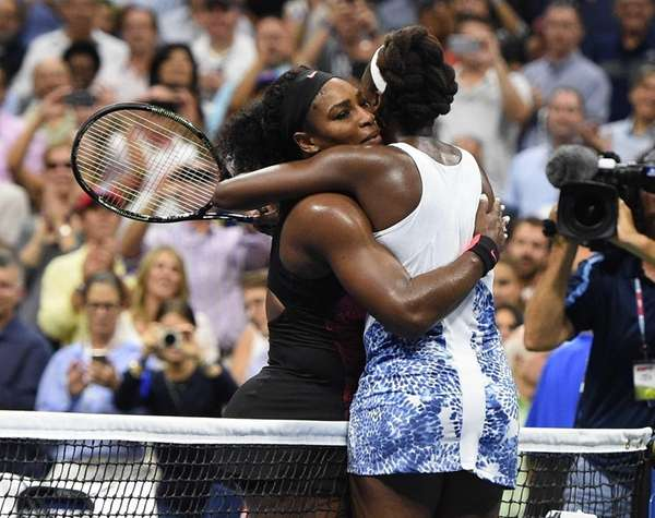Serena Williams embraces Venus Williams after she wins
