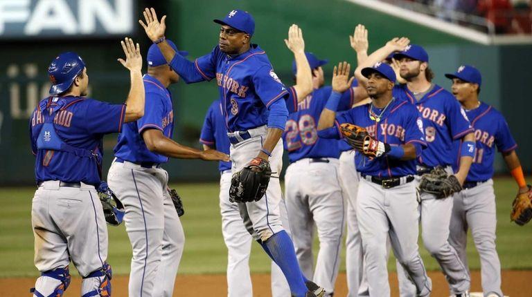 New York Mets rightfielder Curtis Granderson jumps as
