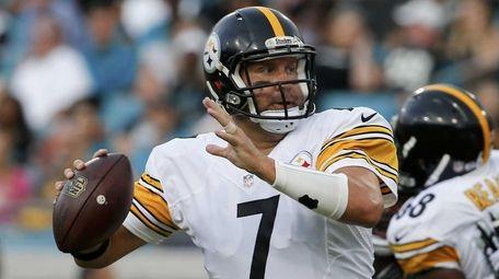 Pittsburgh Steelers quarterback Ben Roethlisberger (7) looks for