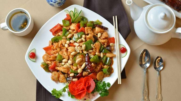 Diced chicken with hot peppers and peanuts at