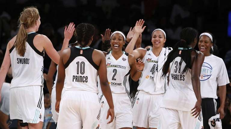 New York Liberty players celebrate during a timeout