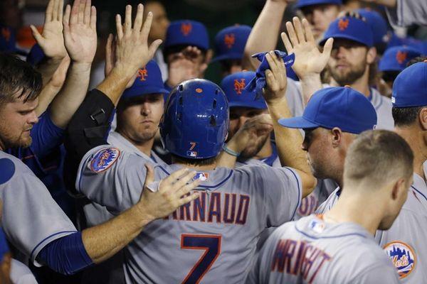 New York Mets' Travis d'Arnaud celebrates his solo