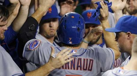 New York Mets' Travis d'Arnaud celebrates his solo