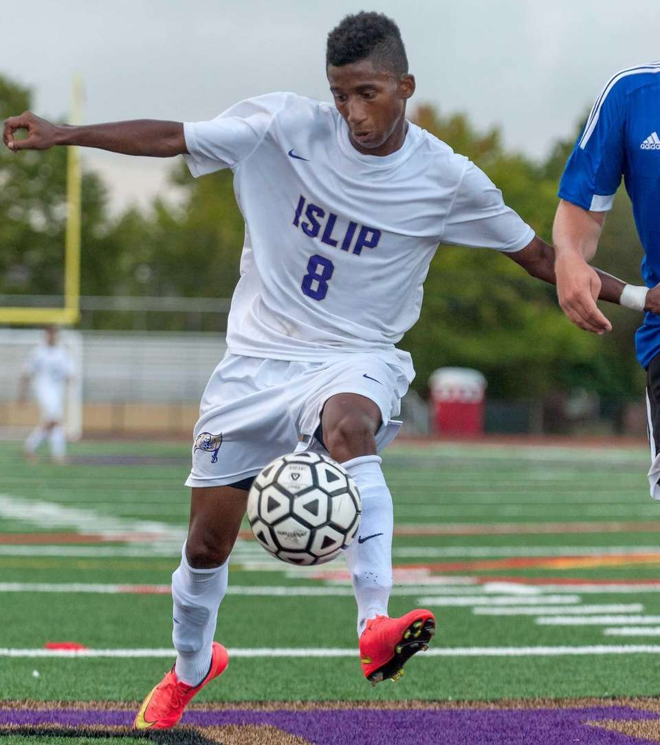 Islip's Junger Herazo controls the ball during a