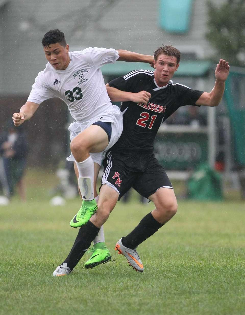 Brentwood's Rayneri Ruiz and Patchogue Medford's Jared Remian