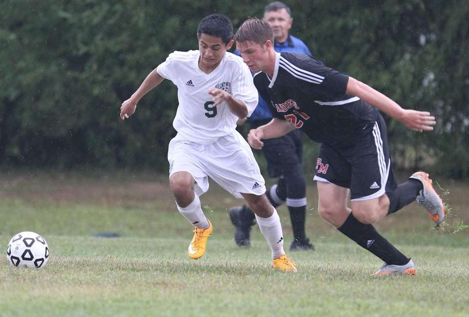 Brentwood's Kevin Trejo and Patchogue Medford's Jared Remian