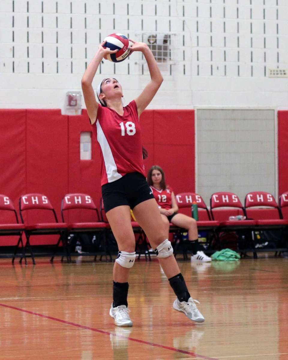 Half Hollow Hills East's Mackenzie Alpert sets the