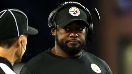 Head coach Mike Tomlin of the Pittsburgh Steelers
