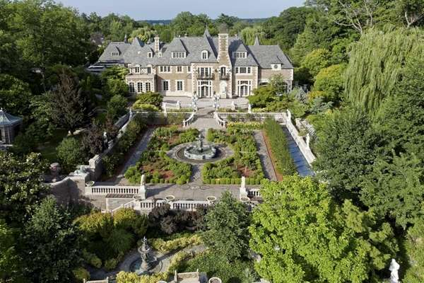 Opulent kings point estate listed for sale for 100 for Long island estates for sale