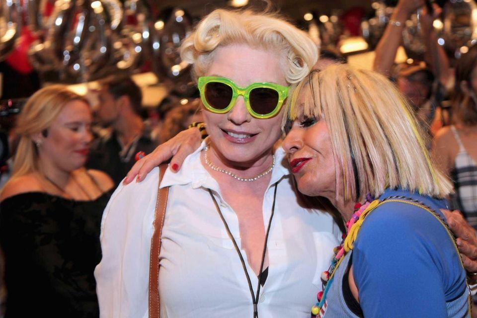 Singer Debbie Harry and designer Betsey Johnson pose