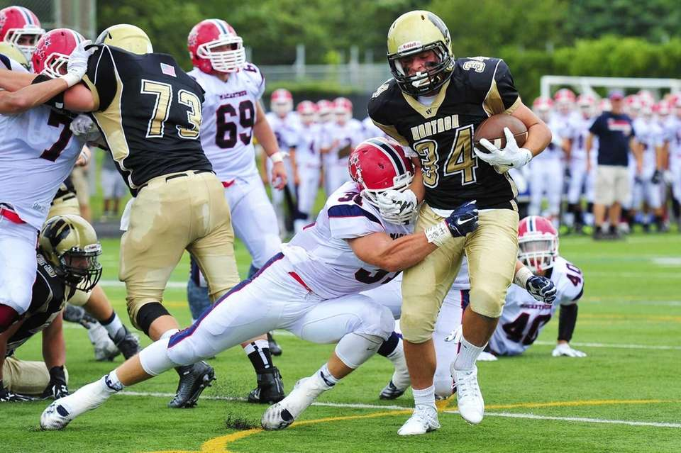 Wantagh running back Kyle Sliwak (34) runs the