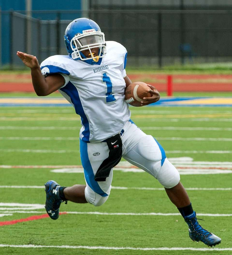 Riverhead's Sharron Trent rushes during a Suffolk II