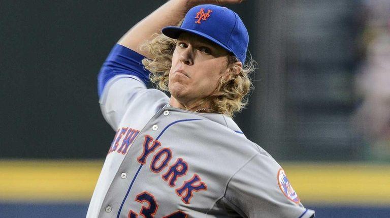 New York Mets starting pitcher Noah Syndergaard works