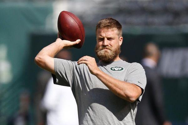 New York Jets quarterback Ryan Fitzpatrick throws a