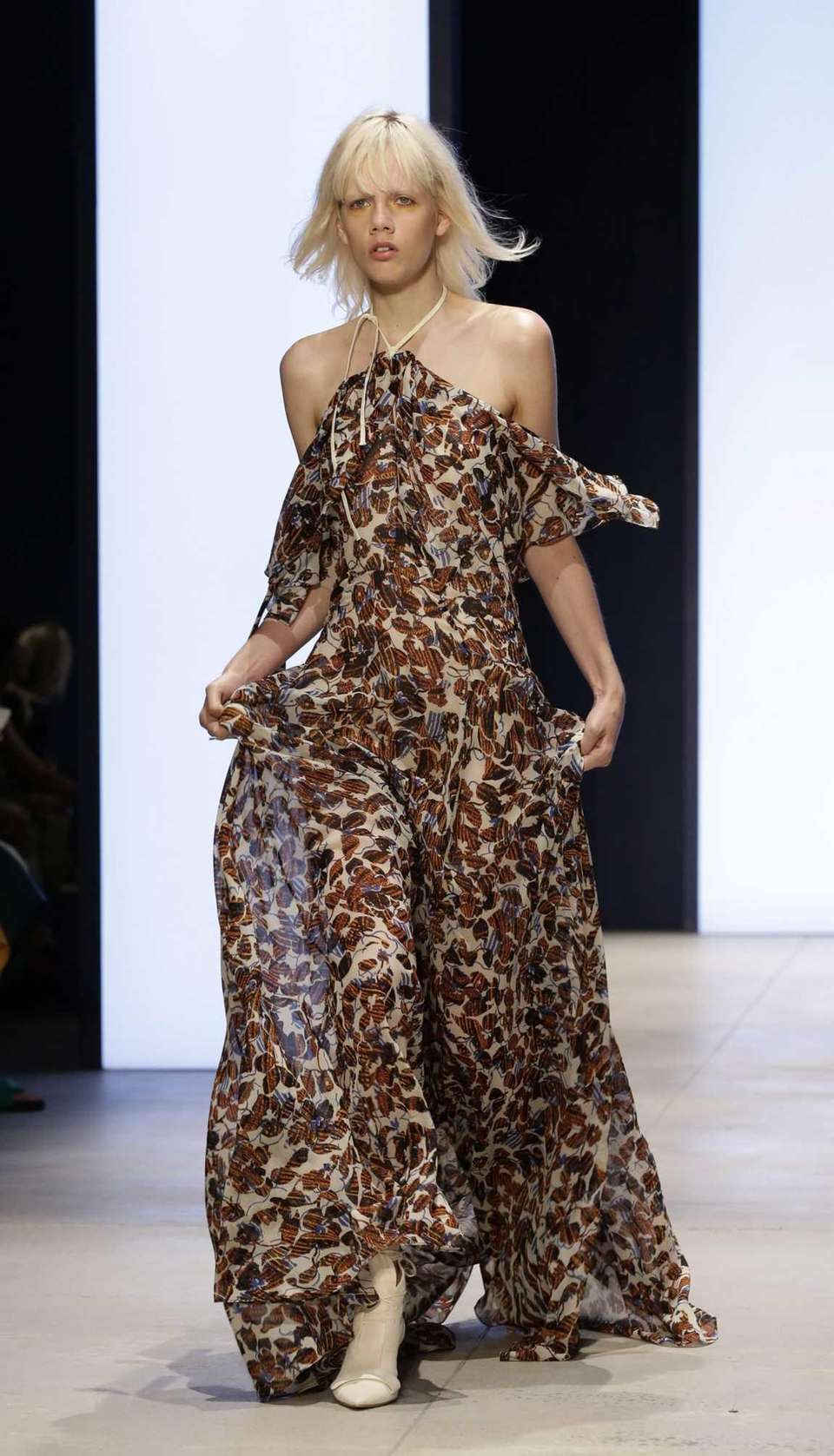 44dc4afdd4abd Fashion Week Spring 2016: Must-see runway looks and show reviews ...