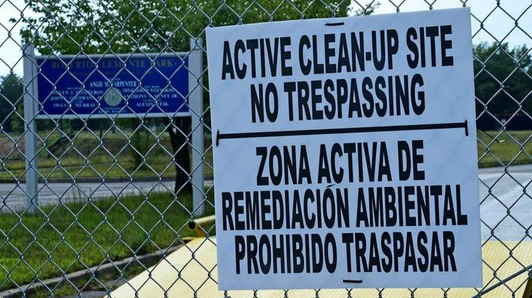 A sign indicating an active cleanup is occurring