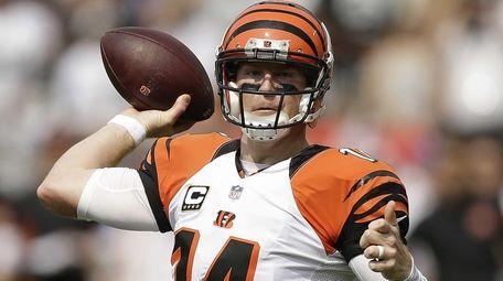 Cincinnati Bengals quarterback Andy Dalton (14) passes against