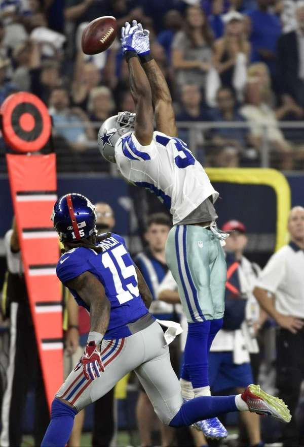 Dallas Cowboys cornerback Brandon Carr (39) misses an