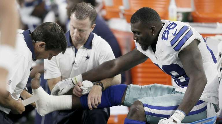 Dallas Cowboys wide receiver Dez Bryant (88) is