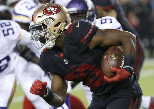 San Francisco 49ers running back Carlos Hyde (28)