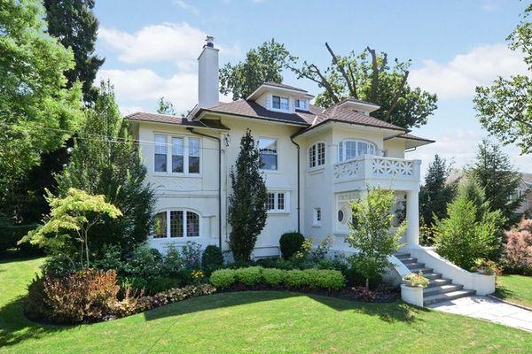 Gov. Andrew Cuomo's former Douglas Manor home is