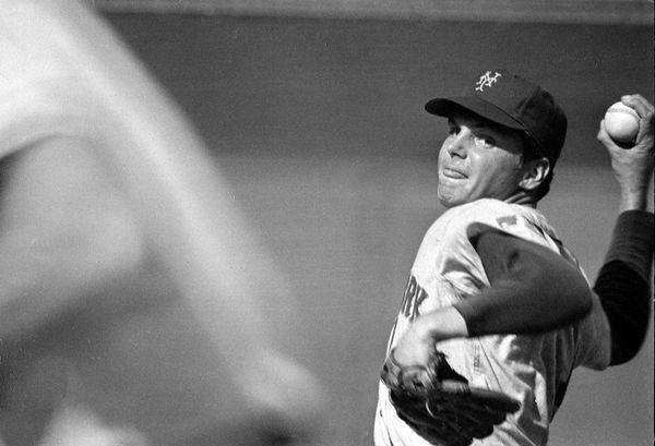 New York Mets starting pitcher Tom Seaver winds