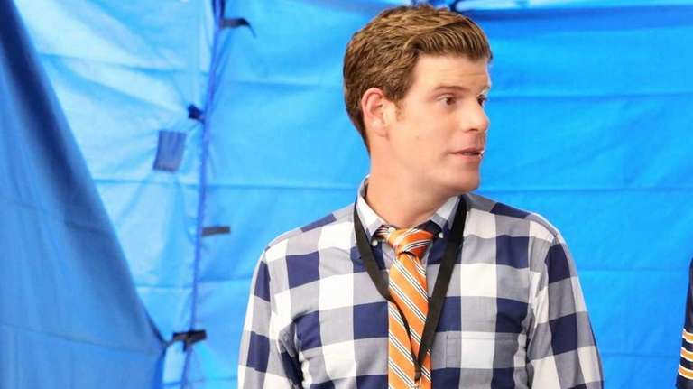 Stephen Rannazzisi as Kevin with Katie Aselton as