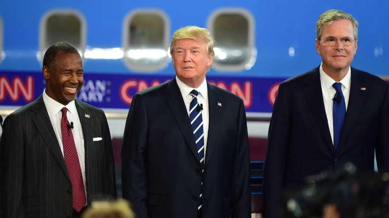 Republican presidential candidates Ben Carson, left, Donald Trump