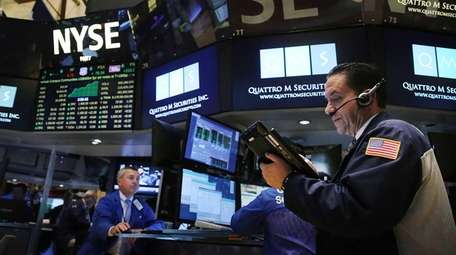 Stocks are fluctuating Thursday, Sept. 17, 2015, as