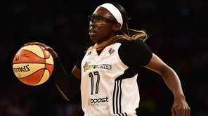 New York Liberty forward Essence Carson controls the