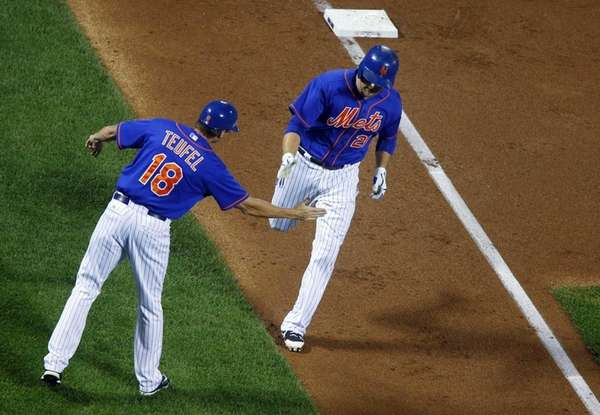 Lucas Duda of the New York Mets celebrates