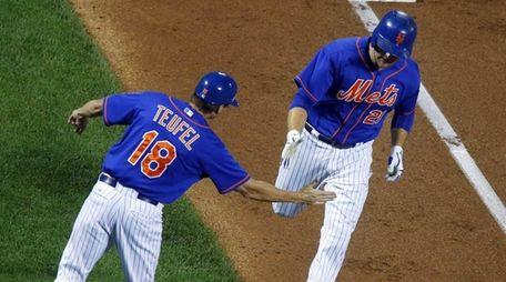 Lucas Duda of the New York Mets celebrates