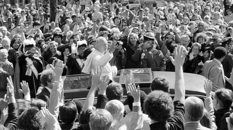 Pope John Paul II responds to the enthusiastic