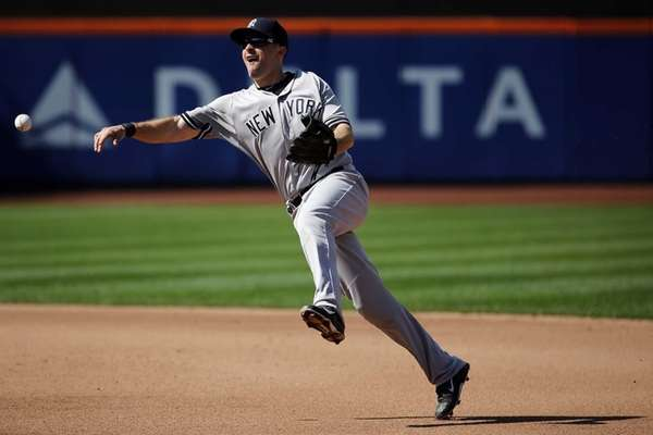 New York Yankees second baseman Dustin Ackley throws