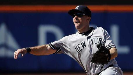 New York Yankees second baseman Dustin Ackley throws