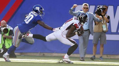 Julio Jones #11 of the Atlanta Falcons hauls
