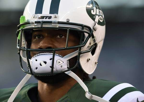 New York Jets cornerback Marcus Williams warms up