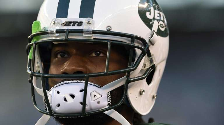 New York Jets cornerback Marcus Williams warms up