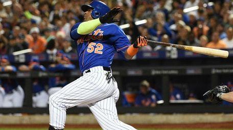 New York Mets left fielder Yoenis Cespedes swings