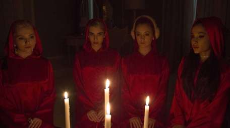 Abigail Breslin, Emma Roberts, Billie Lourd and guest-star