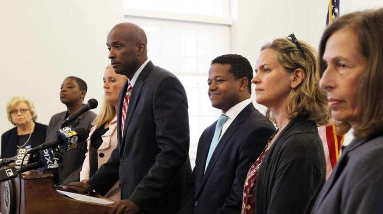Nassau Democrats call on Nassau OTB to say