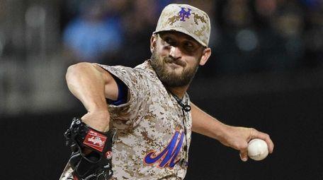 New York Mets starting pitcher Jonathon Niese delivers