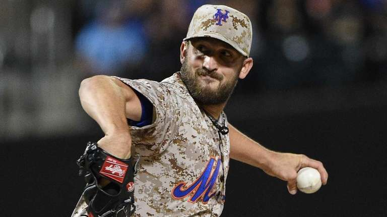 New York Mets starting pitcher Jonathon Niese delivers