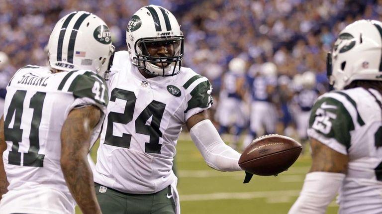 New York Jets cornerback Darrelle Revis (24) celebrates