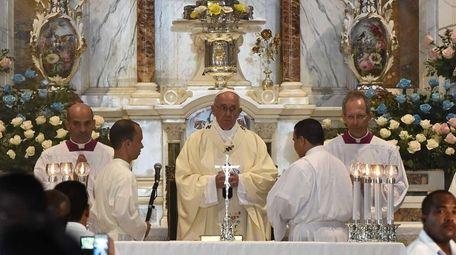 Pope Francis says Mass at the Minor Basilica