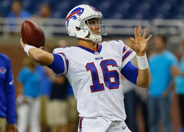 Buffalo Bills quarterback Matt Cassel warms up before