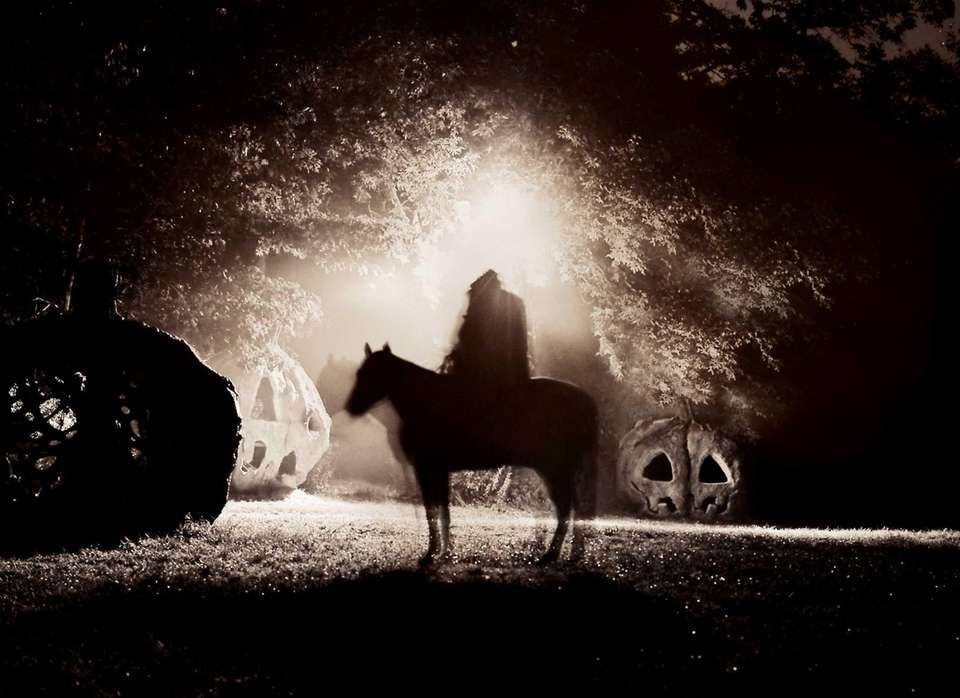 OPEN The Headless Horseman Hayrides and Haunted Houses